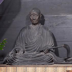 興正菩薩坐像