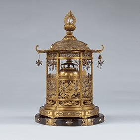 金銅透彫舎利容器